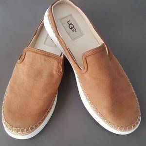 Womans Ugg slide on shoes